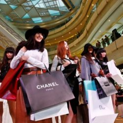 Chinese Consumers Offer Luxury Brands a Revenue Lifeline